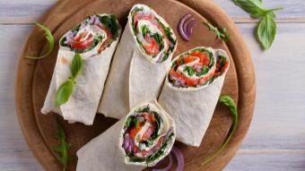 Tortilla z szynką i warzywami