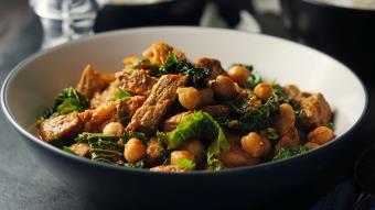 Wołowina z ciecierzycą i warzywami
