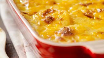 Zapiekanka z ziemniaków i sera żółtego