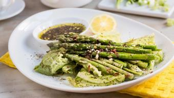 Zielona sałatka z grillowanych warzyw