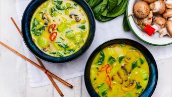 Rozgrzewająca zupa z kurkumą według przepisu Kingi Paruzel