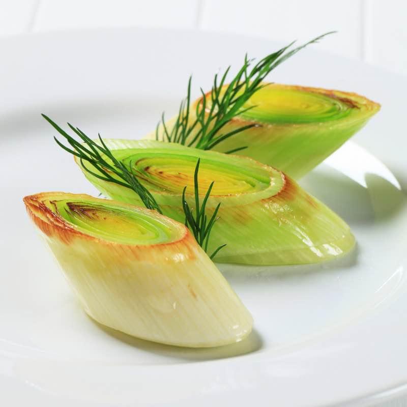 Grillowane pory z masłem ziołowym
