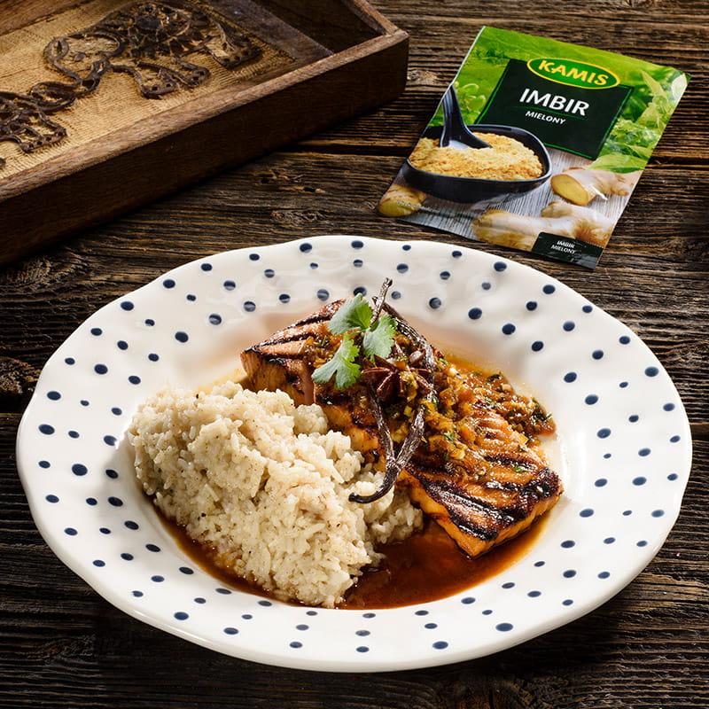 Grillowany łosoś z miodem i imbirem oraz ryżem przyprawowym
