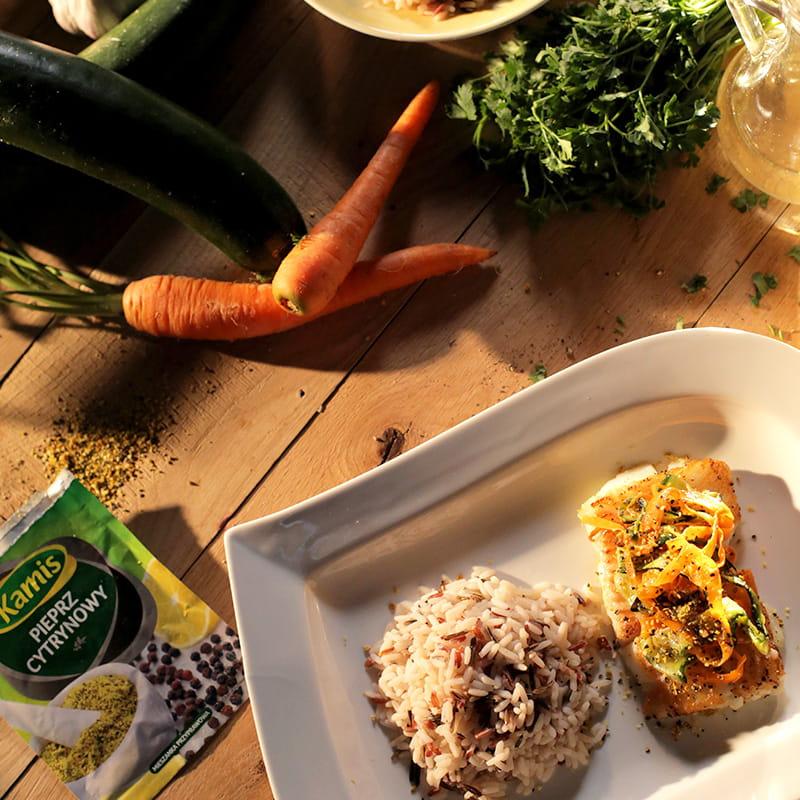 Halibut pieczony z warzywami z pieprzem cytrynowym