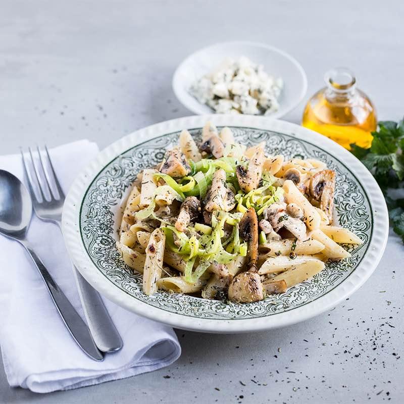 Makaron z grzybami i serem pleśniowym
