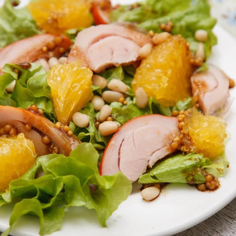 Sałatka z wędzonym kurczakiem i pomarańczami