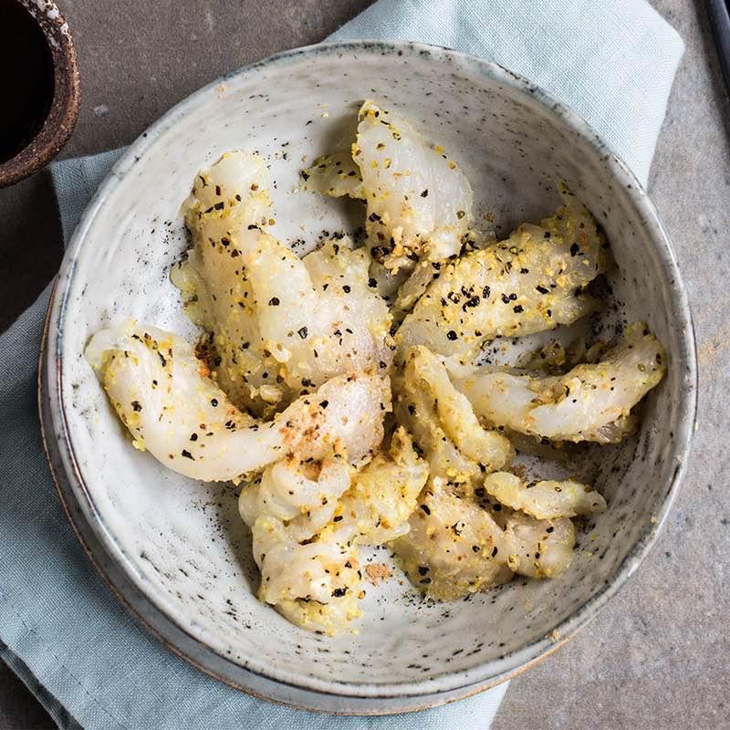Sushimi z sandacza marynowane w imbirze z octem ryżowym