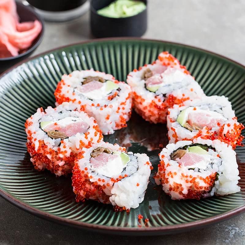 Uramaki z warzywami i tuńczykiem