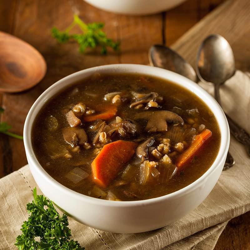 Zupa grzybowa aromatyzowana nalewką wiśniową