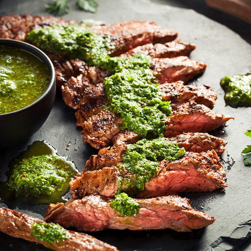 Carne de Vaca Grelhada com Salada de Batata Chimichurri