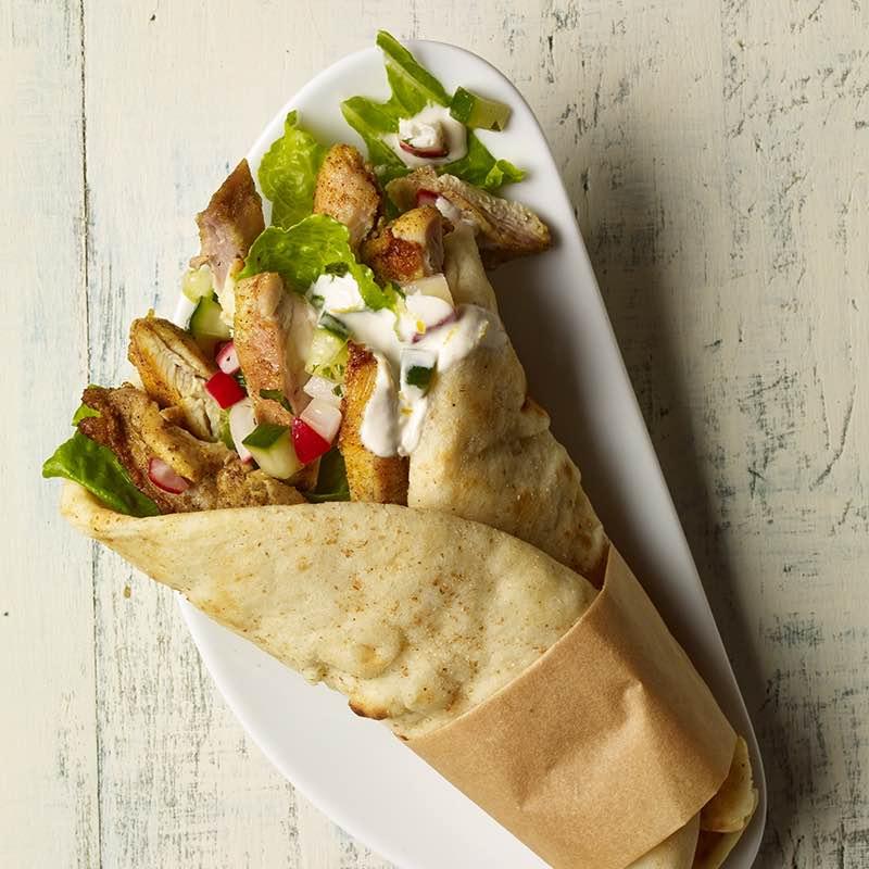 Wrap Shawarma de Frango com relish de Pepino e Rabanete