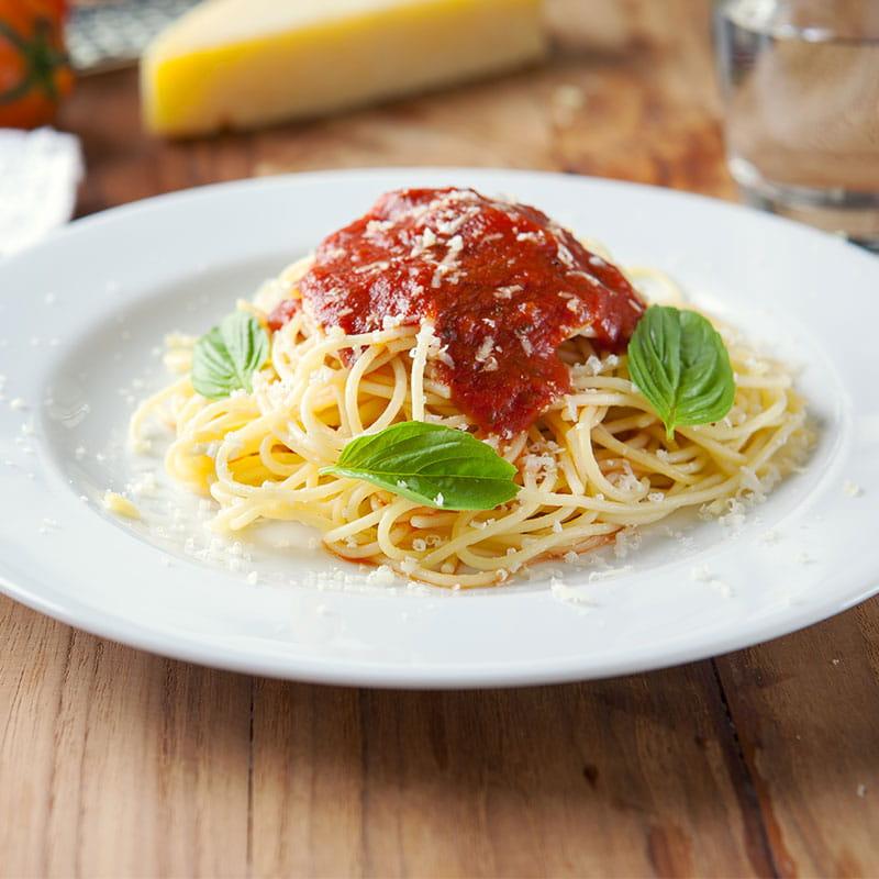 Esparguete com Molho de Tomate Especial