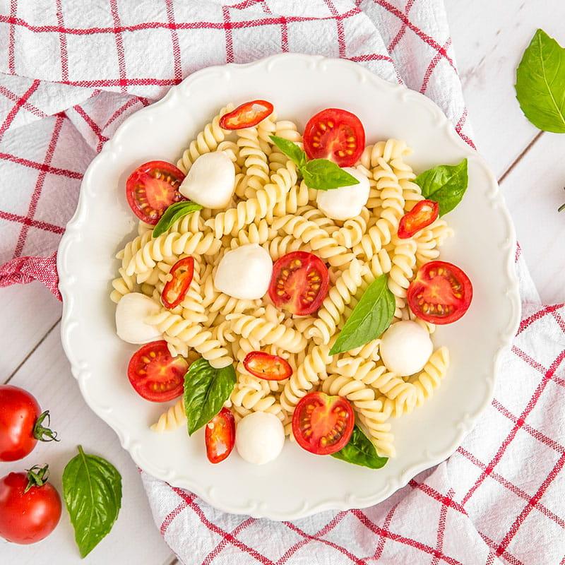 Fusilli com Tomate Fresco e Queijo Mozzarella