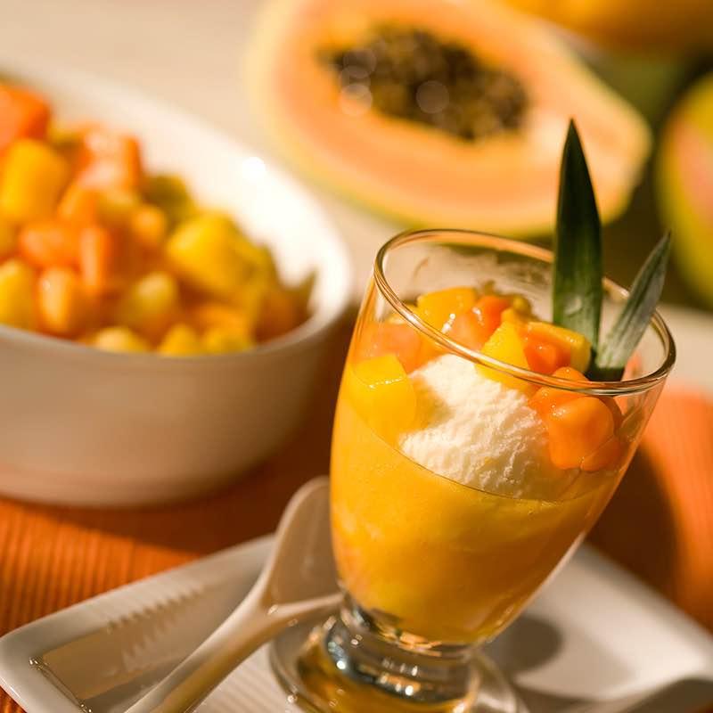 Gelado de Noz-Moscada e Soro de Leite com Geleia de Frutos