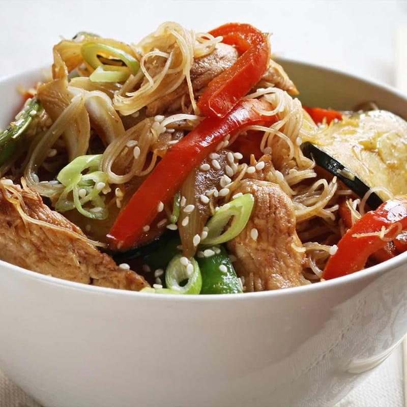 Frango Oriental com Noodles