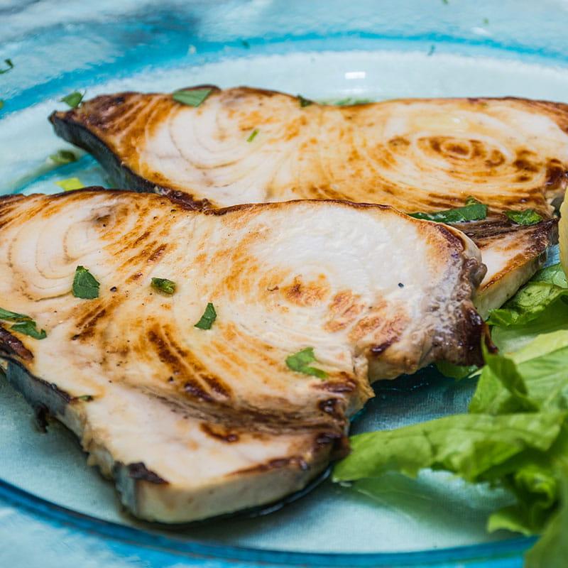Peixe Espada Grelhado com Crosta de Abacate e Cominhos