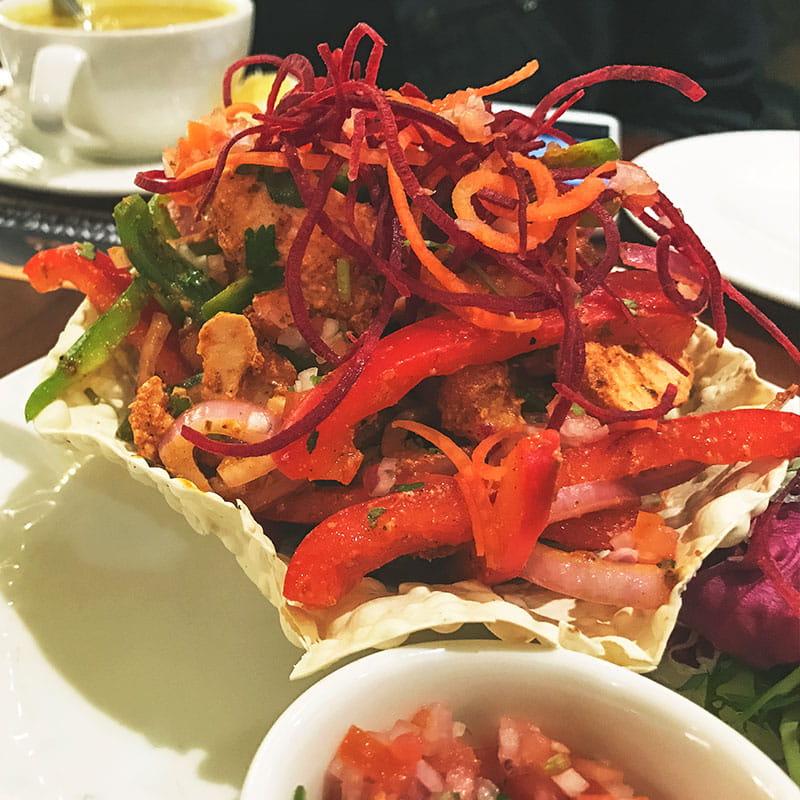 Salada de Frango com Caril