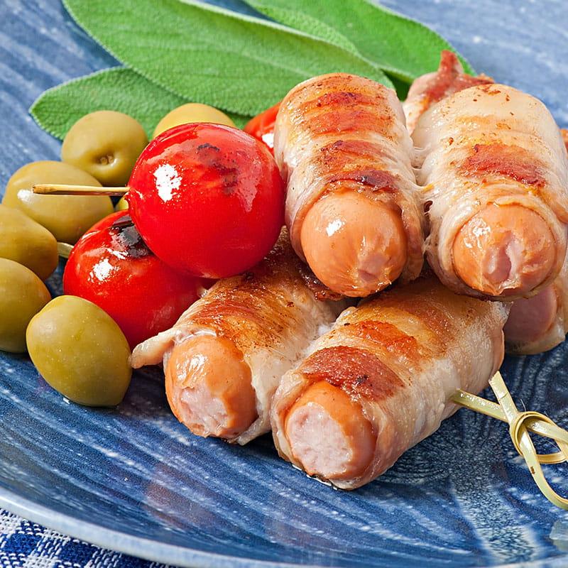 Salsichas com Salva enroladas em Bacon