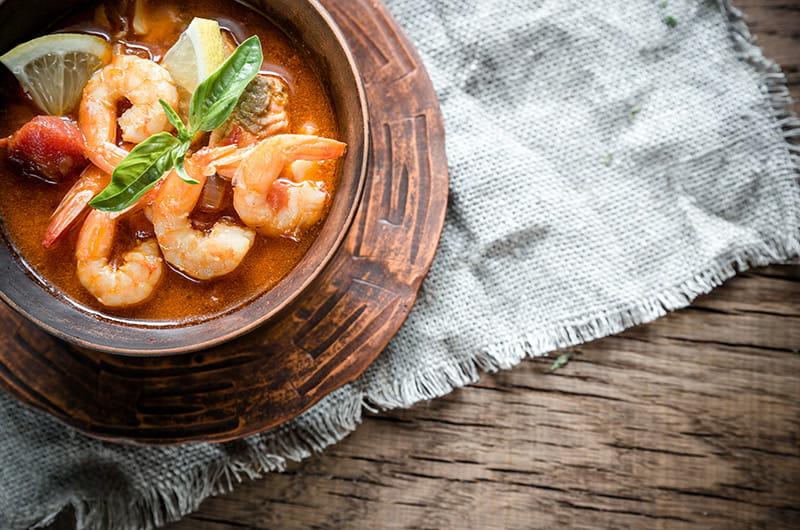 Wärmende Thai-Brühe mit saftigen Crevetten