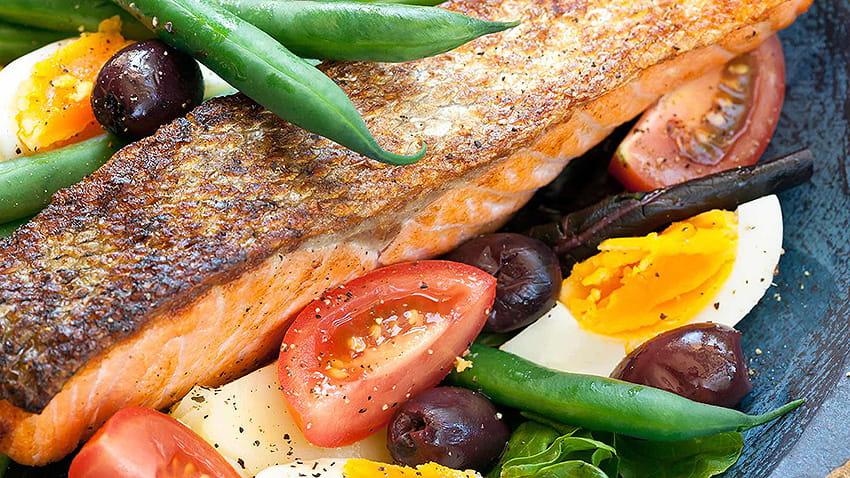 Salade Niçoise mit Paprika-Lachs