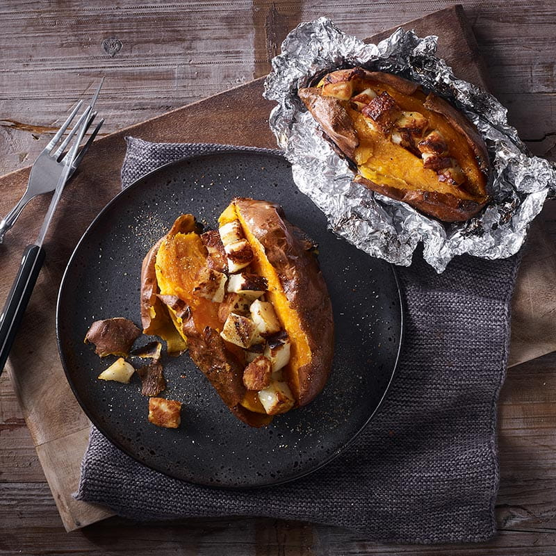 baked_sweet_potatoes_mit_halloumi_800