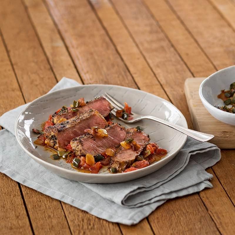 Steak mit Mezcal-Marinade und geröstetem Tomatensoffritto