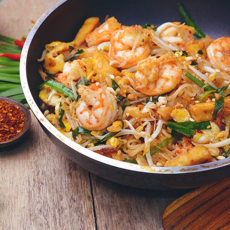 Sambal-Nudeln mit Crevetten und chinesischem Broccoli