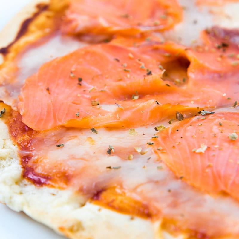 Pizza au saumon fume