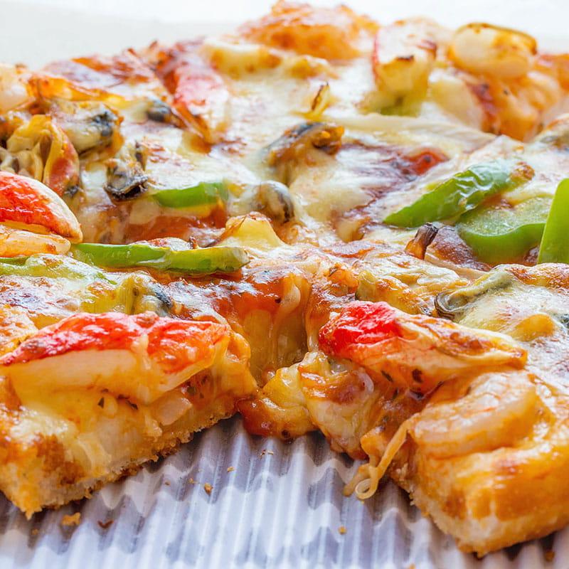 Pizza mit Crevetten und Ingwer