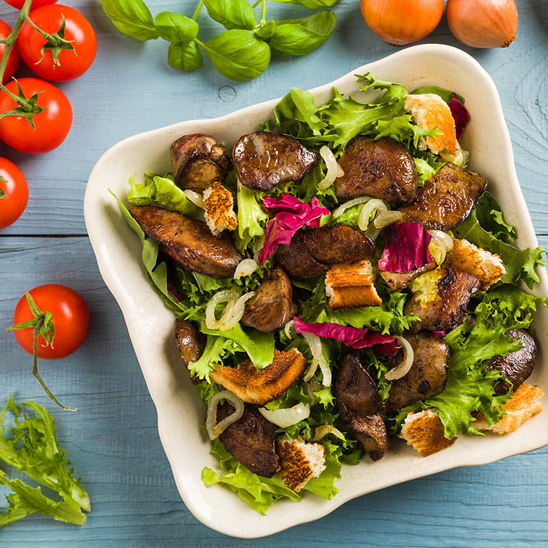 Salat_mit_Geflugelleber_und_Zimtapfeln_800