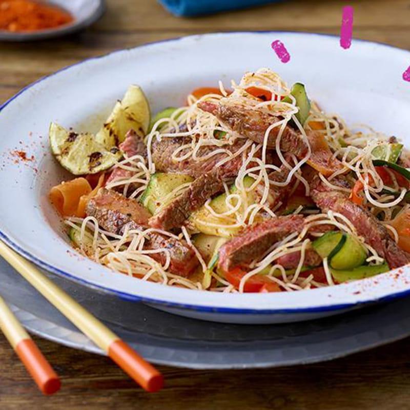 Sriracha_Beef-Noodles_Street-Food_800x800