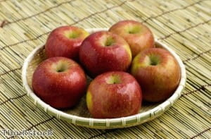 Cinnamon and nutmeg are added to apples for the recipe