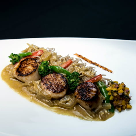Seared Scallops in Green Curry Sauce with Mango Relish