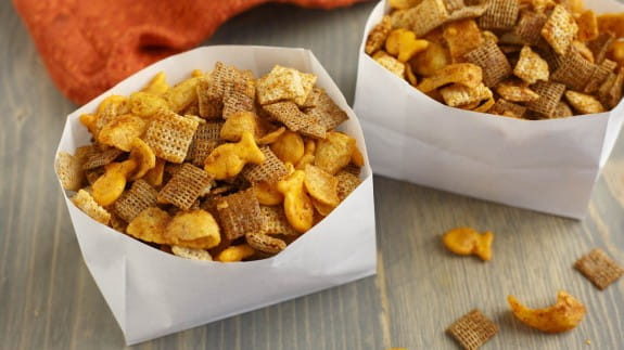 Outdoor-Dining-Taco-Snack-Mix