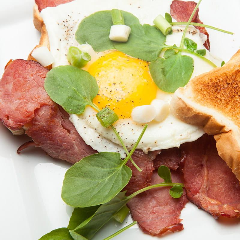 Boterham met rosbief en ei