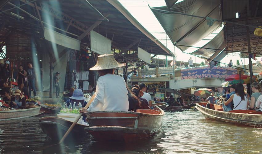 Pad thaï du marché flottant de Taling Chan