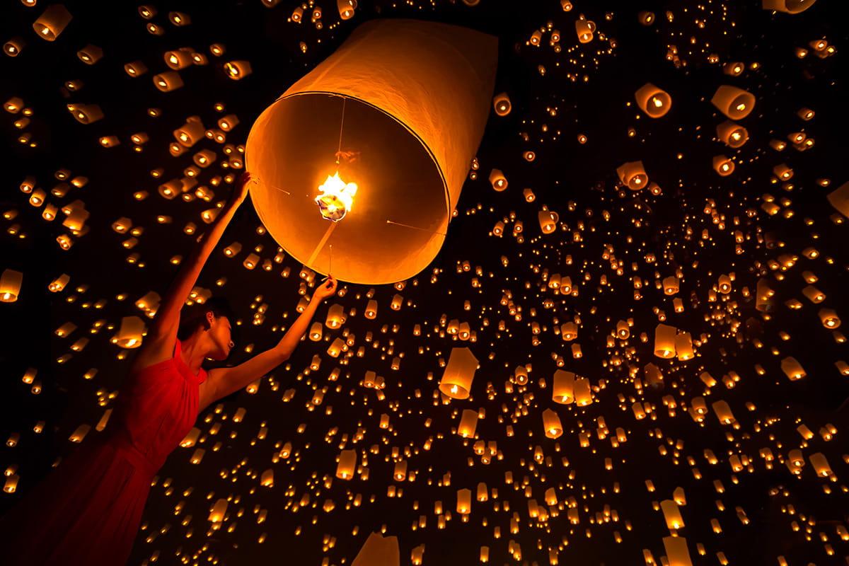 Feiern Sie Loi Krathong, das thailändische Lichterfest!